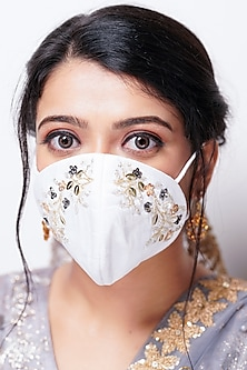 White Floral Embellished Layered Mask With Pouch by Tamaraa By Tahani