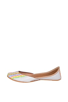 White Hand Painted & Handcrafted Juttis by The Haelli