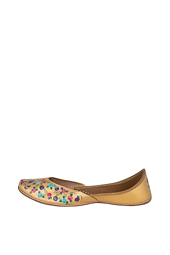 Golden Hand Painted & Handcrafted Juttis by The Haelli