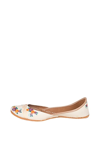 Nude Hand Painted & Handcrafted Juttis by The Haelli