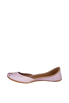 Lilac Hand Painted & Handcrafted Juttis by The Haelli