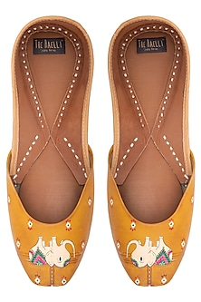 Mustard yellow hand painted juttis by THE HAELLI