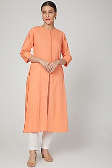 Peach Kurta With Potli Work by THE LABEL UNTOLD