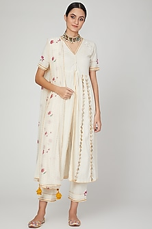 Ivory Embroidered Kurta Set by The Right Cut