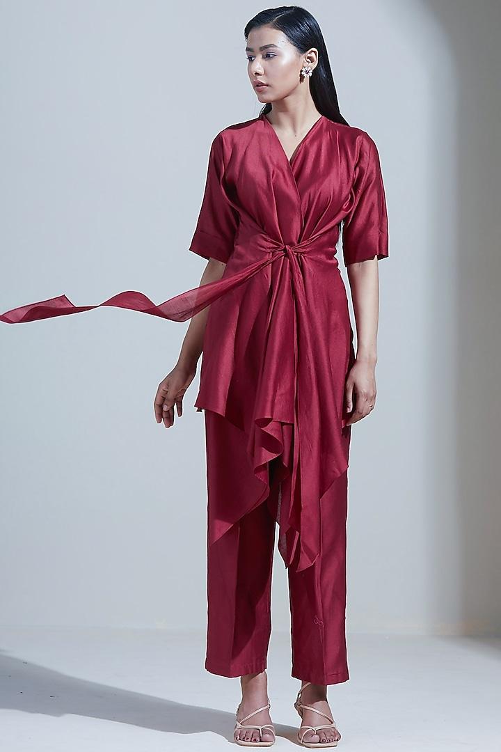 Red Handloom Chanderi Pant Set by Twinkle Hanspal