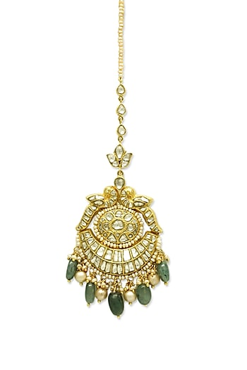Gold Maang Tikka With Emerald Drops & Polkis by Tyaani
