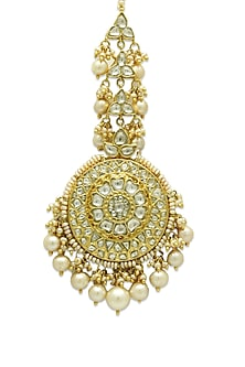 Gold Maang Tikka With Polkis & Freshwater Pearls by Tyaani