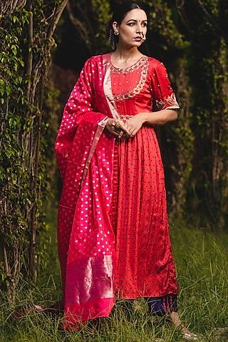 Red Hand Embroidered Kurta Set by Upasana Gupta