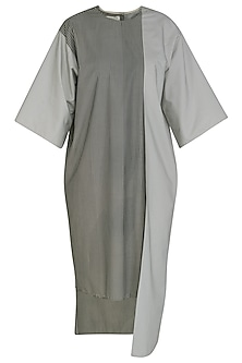Grey Boxy Tunic by Kapda By Urvashi Kaur
