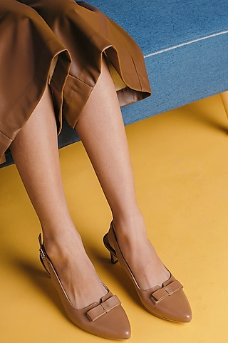 Tan Brown Closed-Toe Sandals by VANILLA MOON