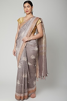 Grey Printed Saree Set by Varastraa
