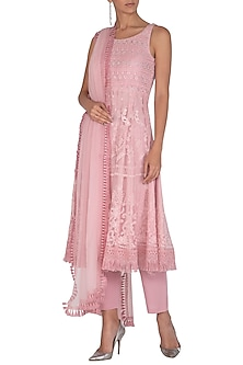 Pink Embellished Kurta Set by Vandana Sethi