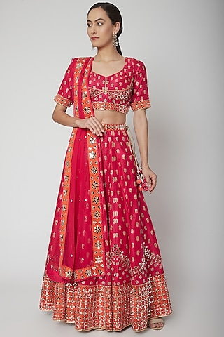Fuchsia & Orange Aari Embroidered Lehenga Set by Vandana Sethi