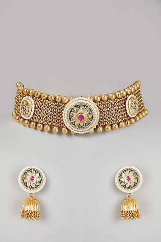 Gold Finish Kundan Choker Necklace Set by VASTRAA Jewellery