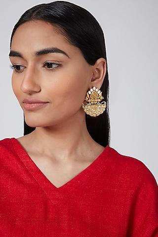Gold Finish Antique Kundan Earrings by VASTRAA Jewellery