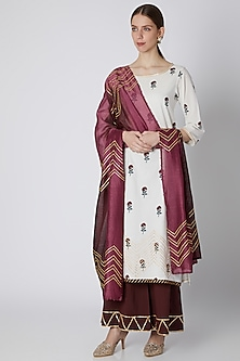 White Floral Printed Kurta Set by VASTRAA