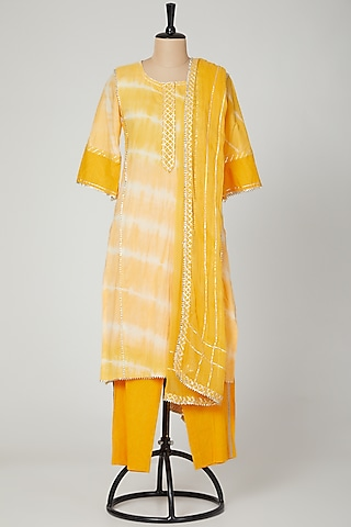 Yellow Printed Cotton Kurta Set by VASTRAA