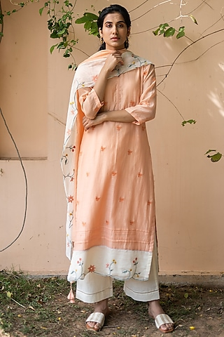 Coral & Pearl White Embroidered Kurta Set by Vaayu