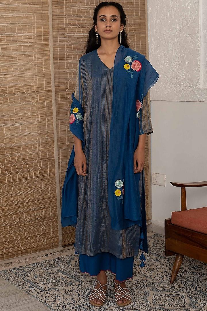 Sapphire Embroidered Kurta Set by Vaayu