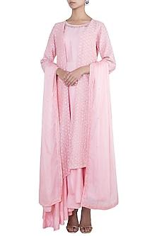 Pink embroidered kurta set by VASTRAA
