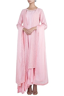 Pink embroidered kurta set by VASTRAA