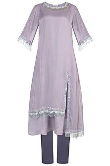 Light mauve embroidered kurta set by VASTRAA