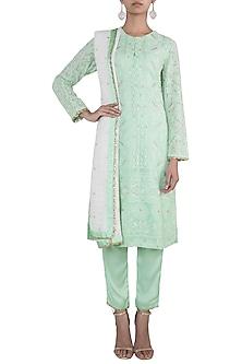 Green embroidered lucknowi kurta set by VASTRAA