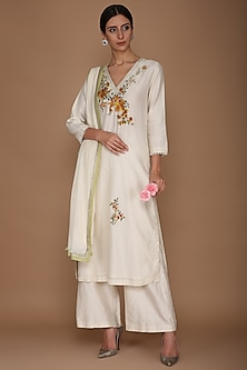 Ivory Floral Embroidered Kurta Set by Varun Bahl