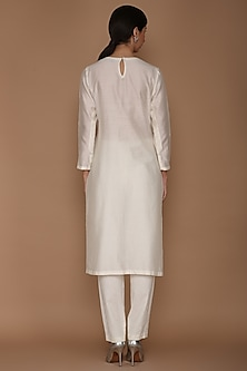 Ivory Floral Motif Embroidered Kurta Set by Varun Bahl