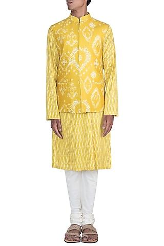 Mustard Printed Kurta Set With Bundi Jacket by Varun Bahl Men