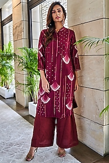 Burgundy Printed Kurta With Embroidered Pants by Varun Bahl