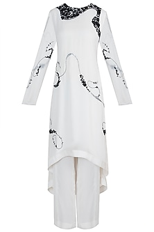 Ivory embroidered kurta set by Varun Bahl