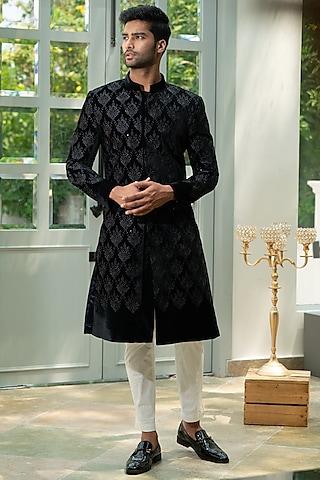 Black Embroidered Sherwani Set by Varun Chakkilam Men