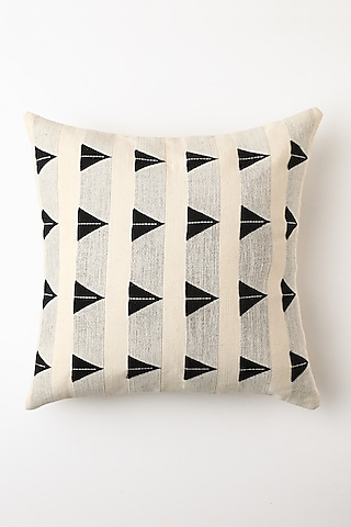 White Miilii Cushion Cover by Vekuvolu Dozo