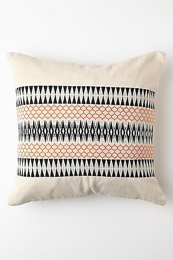 White & Black Kunu Cushion Cover by Vekuvolu Dozo