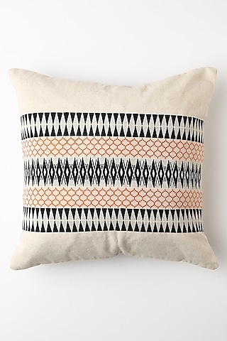 White & Black Kunu Cushion Cover by Vekuvolu Dozo