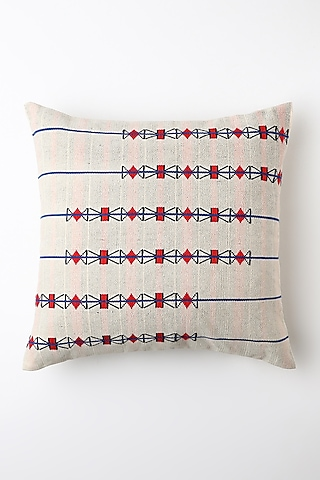 White Yontala Cushion Cover by Vekuvolu Dozo