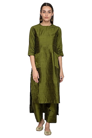 Green Embroidered Raw Silk Kurta With Palazzo Pants by Vishwa by Pinki Sinha