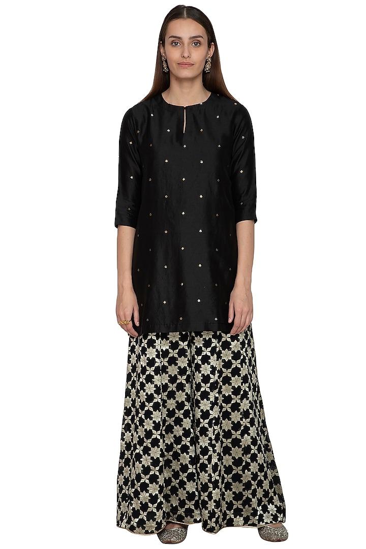Black Embroidered Kurta With Sharara Pants by Vishwa by Pinki Sinha