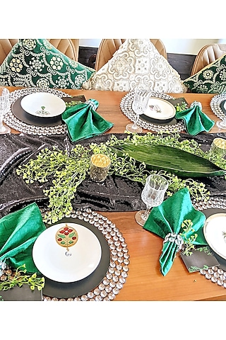Black & Green Table Decor Box (10 Seater) by VPOP