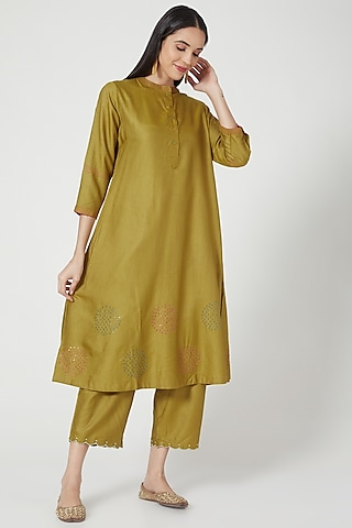 Green Embroidered Kurta by Charcoal by vineet rahul