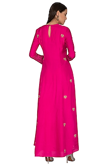 Rani Pink Embroidered Kurta by Vasavi Shah