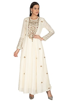 Ivory Sequins Embroidered Kurta by Vasavi Shah