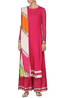 Pink Embroidered Kurta Set by Vasavi Shah