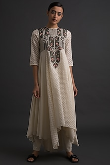 Ivory Flared Kurta With Floral Embroidery by Varq By Varun Nidhika