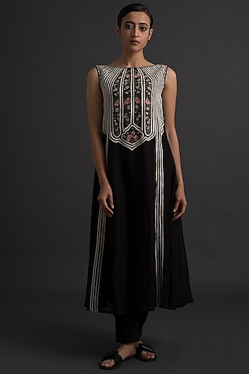 Black Floral Embroidered Princess Cut Dress by Varq By Varun Nidhika