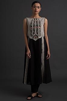 Black Floral Embroidered Princess Cut Dress by Varq By Varun Nidhika