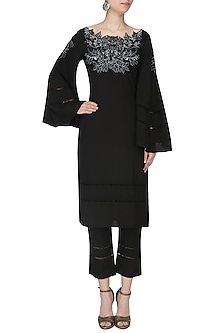 Black Thread Embroidered Kurta Set by Varsha Wadhwa