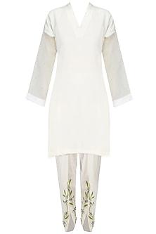 White Pearl Embellished Kurta and Tulip Pants Set by Varsha Wadhwa
