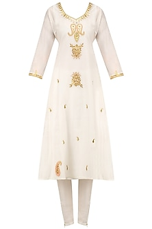 White Maroodi Embroidered Kurta Set with Pink Dupatta by Surendri by Yogesh Chaudhary